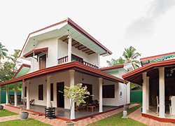 Villa 4 U - Side view